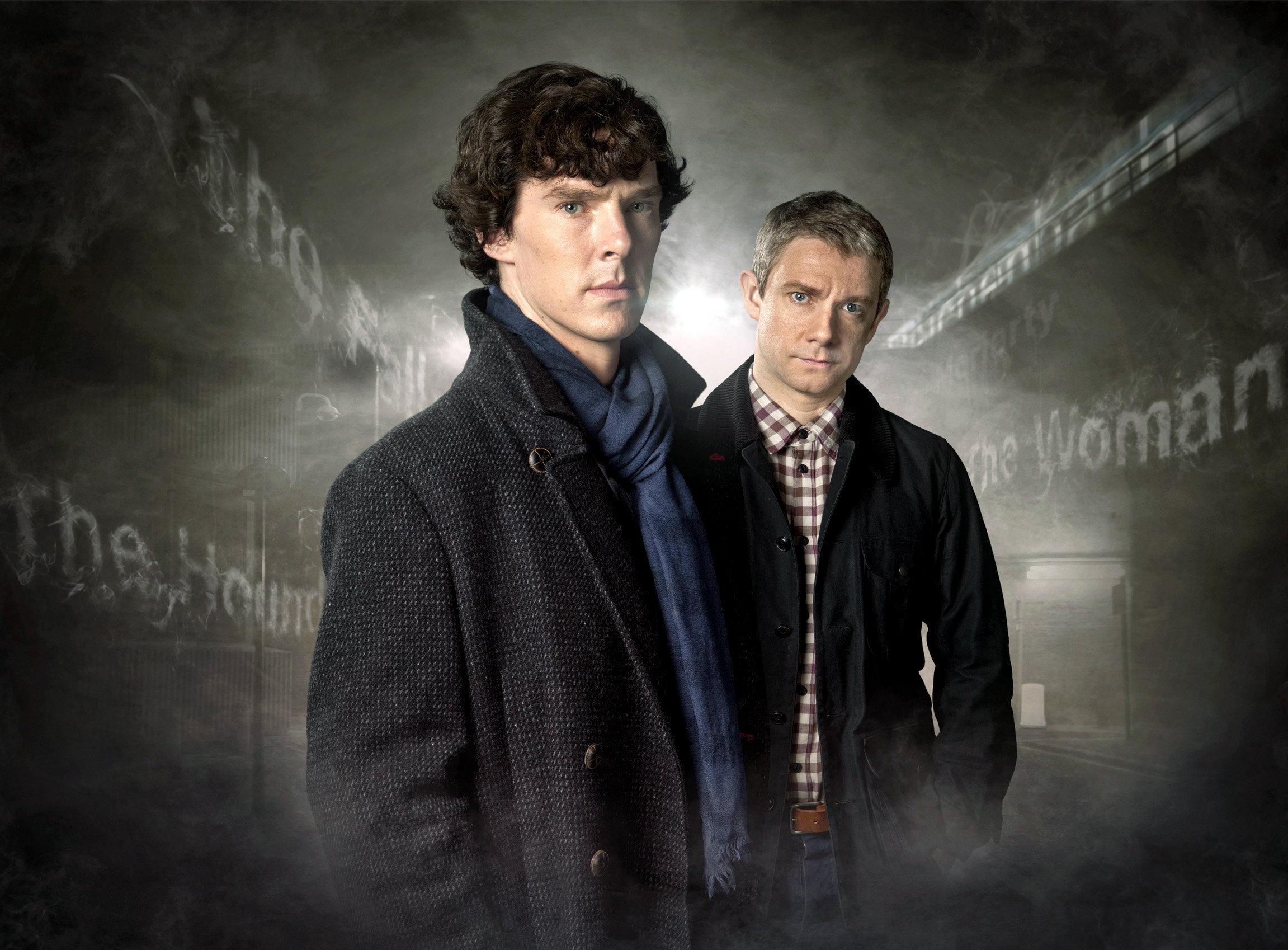 HANDOUT - Sherlock Holmes (Benedict Cumberbatch, l) und Dr. John Watson (Martin Freeman) posieren für die ARD-Serie «Sherlo
