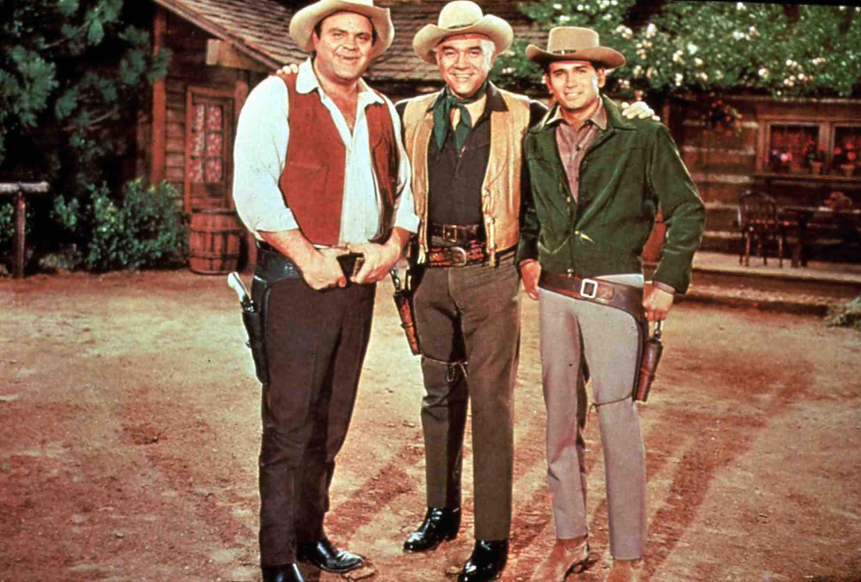 Bonanza  (0)  1: Adam (Pernell Roberts), Little Joe (Michael Landon), '''Pa'' Ben (Lorne Greene), Eric ''Hoss'' Cartwright (D