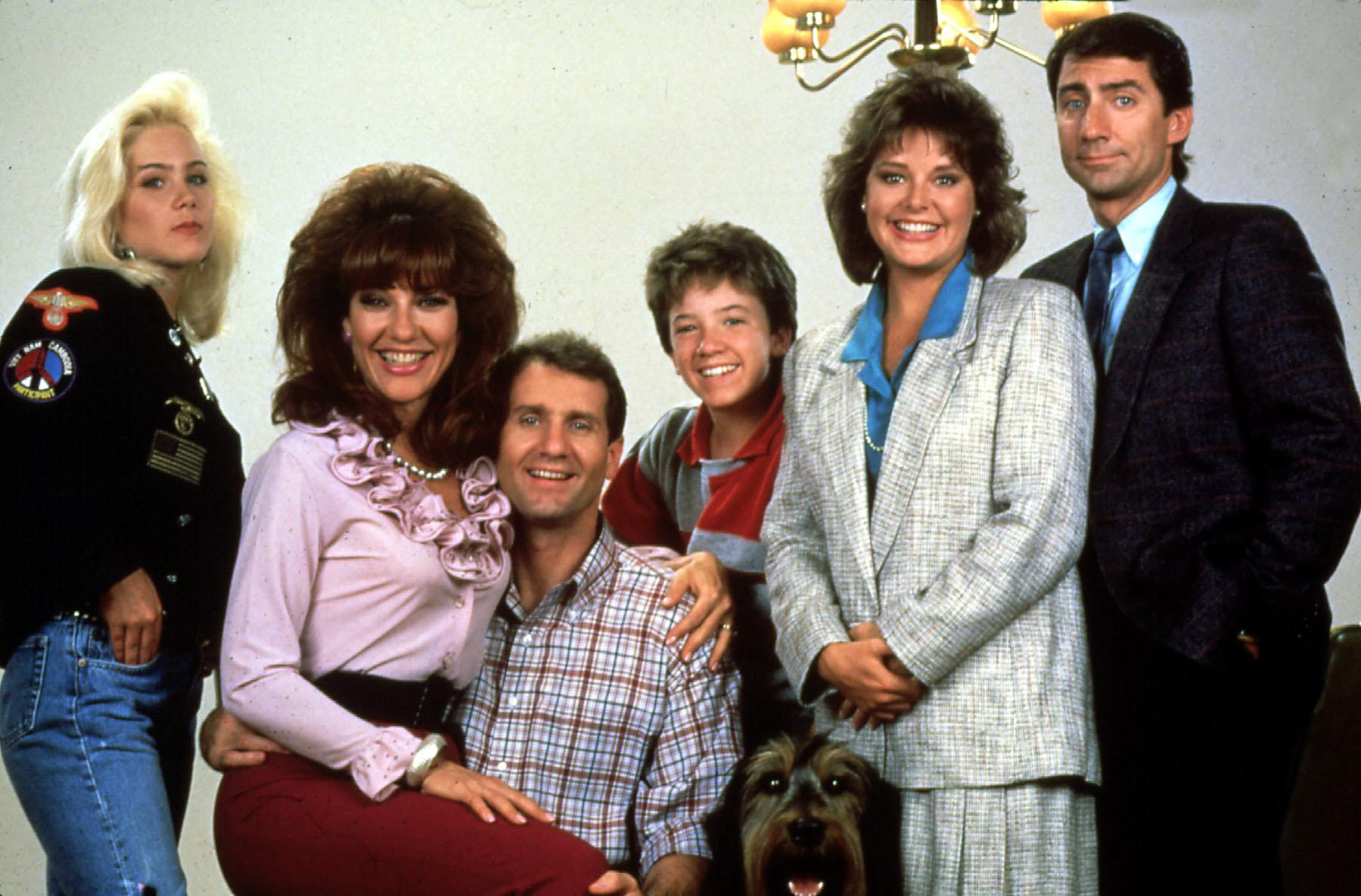 Married... With Children  (1987) Kelly (Christina Applegate), Peggy (Katey Sagal), Al (Ed O'Neill) und Bud Bundy (David Faust