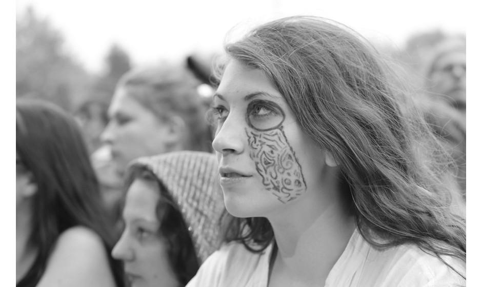 Auch hier im Trend: Gesichtsbemalung mit Glitzer