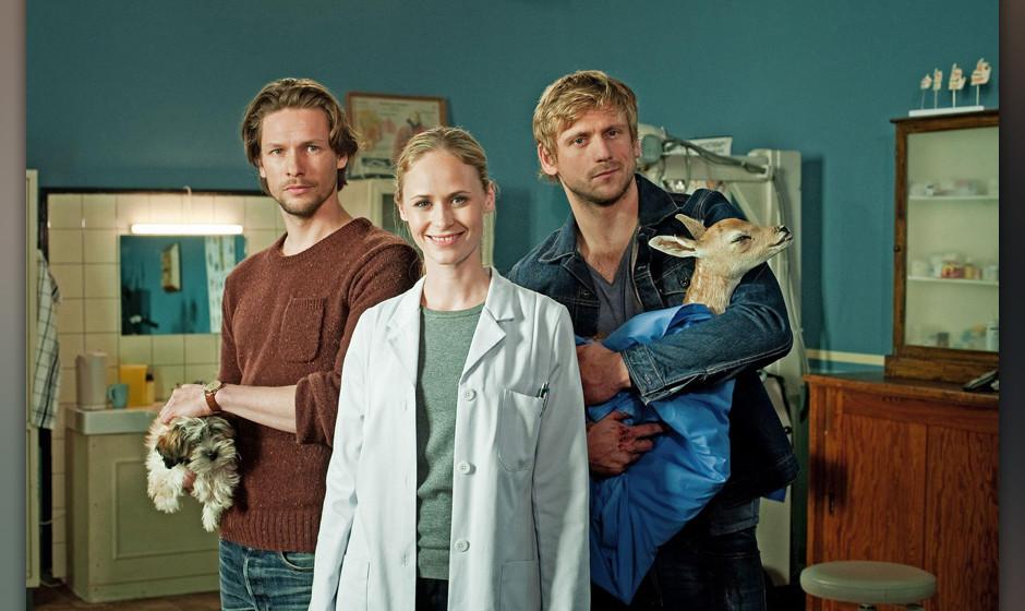 BU: (v.l.) Fritzis Ex-Freund Falk (Bert Tischendorf), Dr. Fritzi Fr¸hling (Inez Bjorg David) und Fritzis attraktiver Nachbar