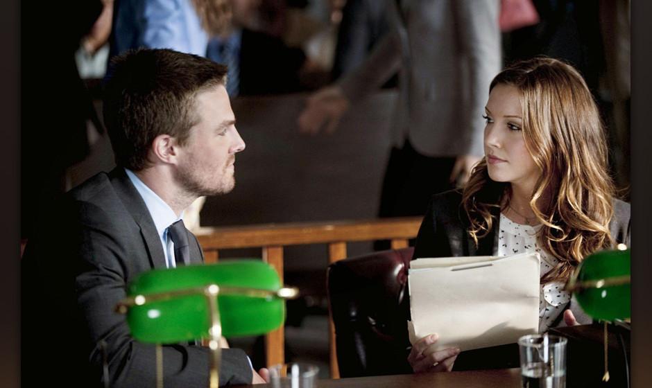 Laurel (Katie Cassidy) verteidigt Oliver Queen (Stephen Amell) vor Gericht. Dieses verordnet dem mutmafllichen Verbrecherj�