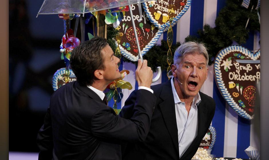 Markus Lanz und Harrison Ford bei der ZDF Fernsehshow 'Wetten Dass...? aus der Messe Bremen. Bremen, 05.10.2013