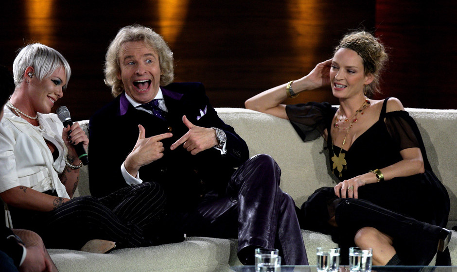 BERLIN - NOVEMBER 08:  (L-R) Singer P!nk, TV host Thomas Gottschalk and actress Uma Thurman talk during the 177th 'Wetten das