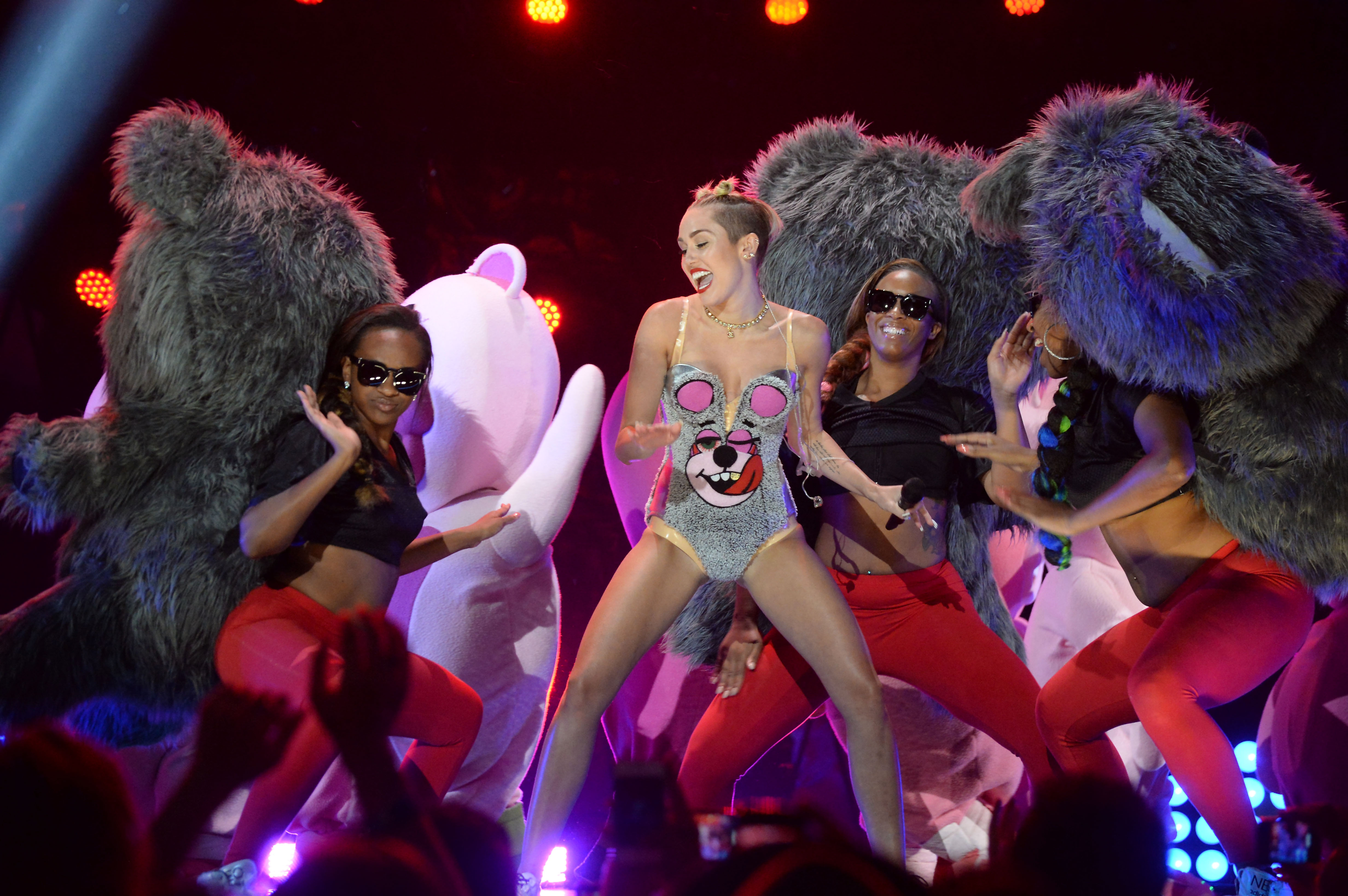 NEW YORK, NY - AUGUST 25:  Miley Cyrus  performs during the 2013 MTV Video Music Awards at the Barclays Center on August 25,