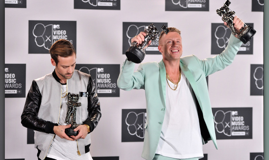 NEW YORK, NY - AUGUST 25:  Ryan Lewis (L) and Macklemore pose with the awards for Best Hip-Hop Video, Best Video with a Socia
