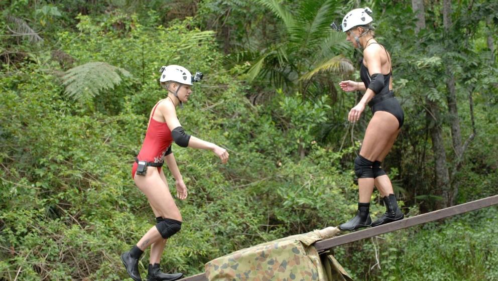 Tag 14 - Dschungelprüfung 14 'Wackelkandidaten'; Die VIP-Camper Melanie Müller (l.) und Tanja Schumann treten zur Dschungel