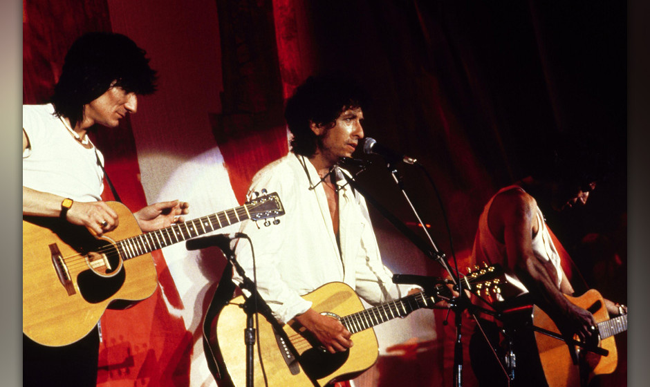 UNITED STATES - JULY 13:  Photo of Keith RICHARDS and Ron WOOD and Ronnie WOOD and LIVE AID and Bob DYLAN; w/ Ron Wood (Ronni