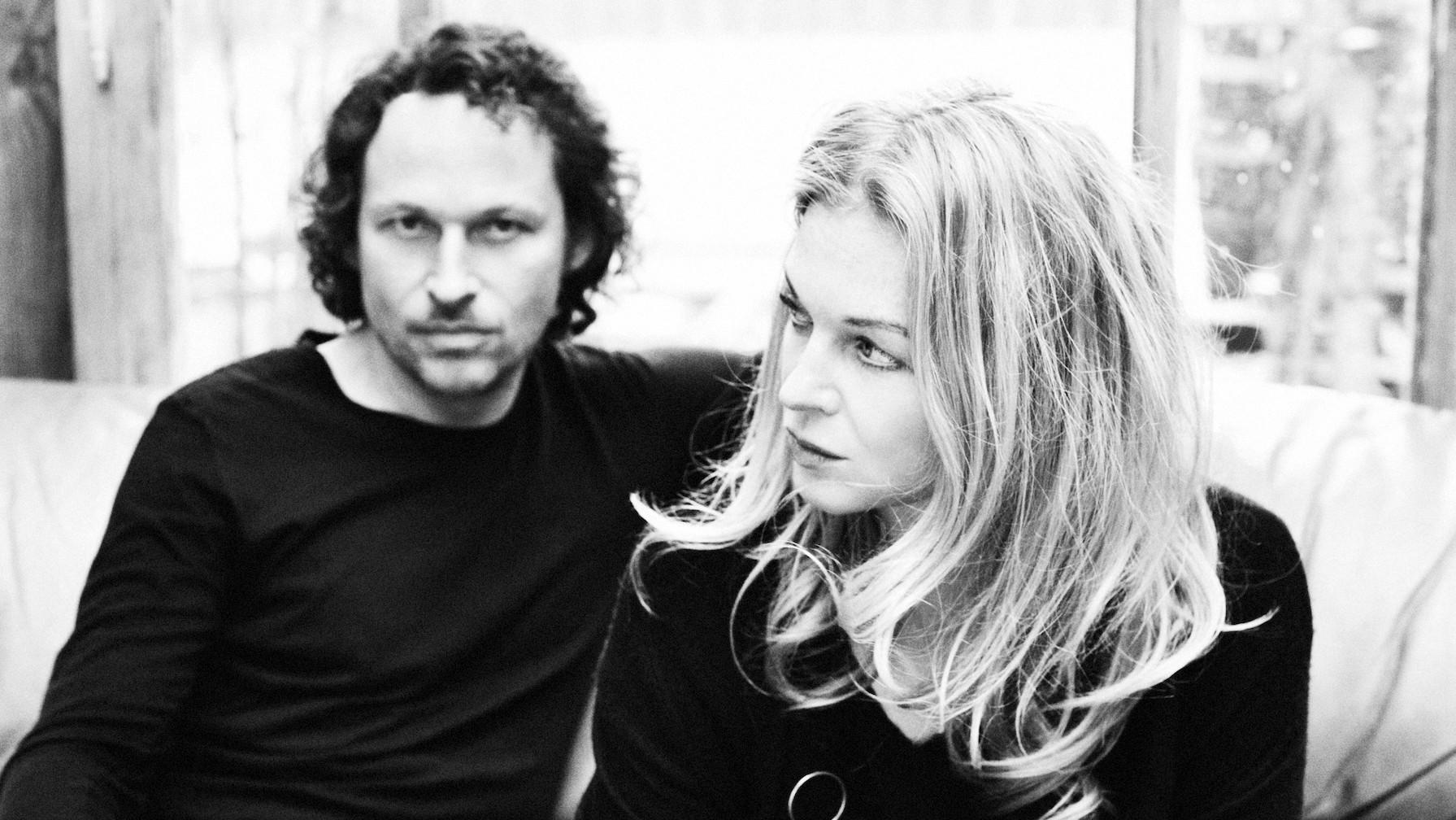 """111 Songs: 2raumwohnung - """"Wir trafen uns in einem Garten"""""""