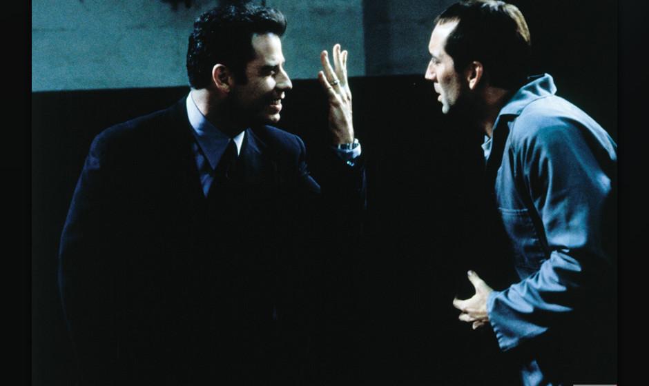 2. Face/Off (1997). Travolta und Nicholas Cage auf dem Gipfel. Zwei Schauspieler tauschen Identitäten und übernehmen vier R