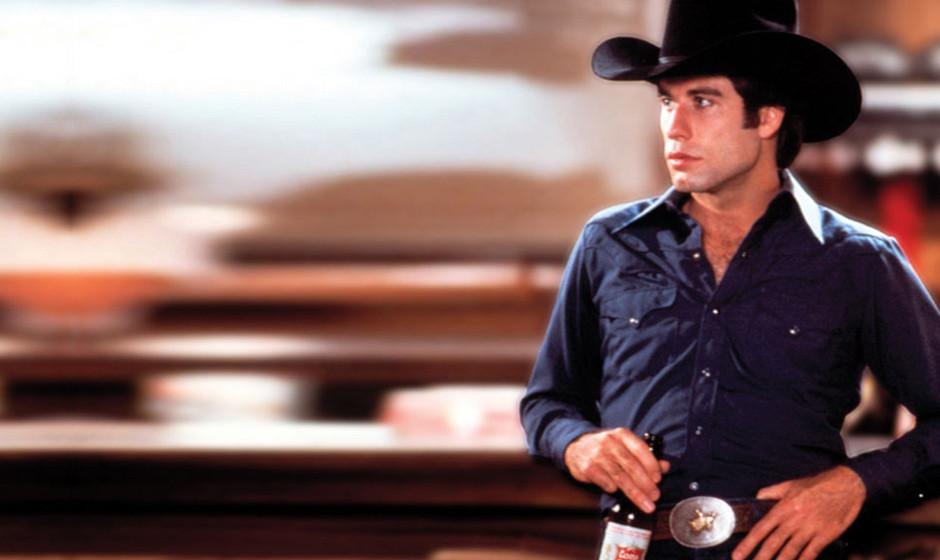 8. Urban Cowboy (1980). Travolta als hart arbeitendes Landei, das den Kampf gegen den Liebhaber seiner Frau aufnimmt: Indem e
