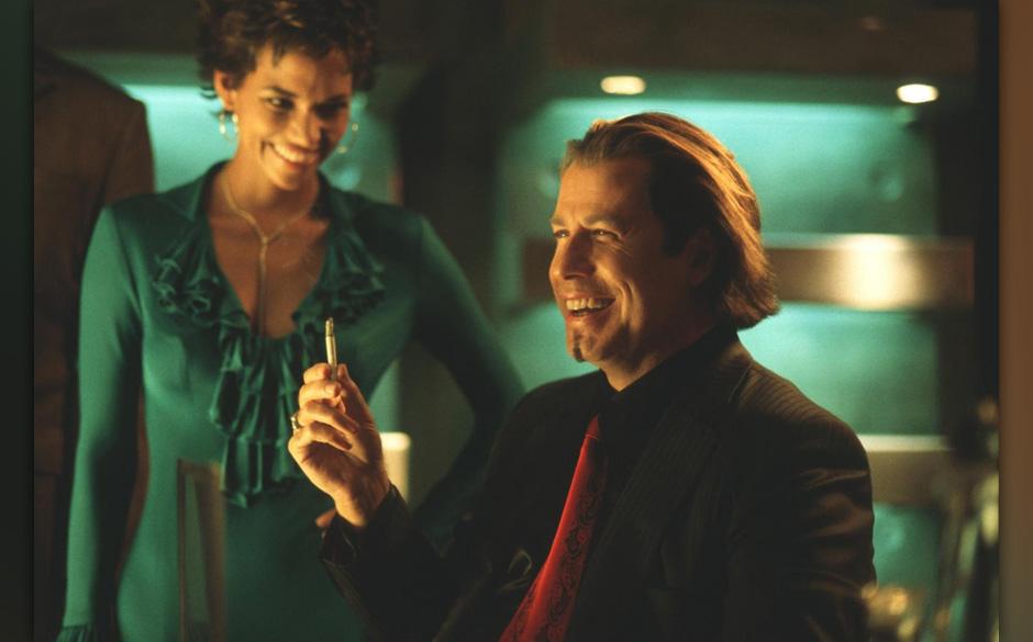 10. Swordfish (2003). In diesem undurchsichtigen Thriller um einen Hacker, der beim Bankraub helfen soll, hat Travolta (der h