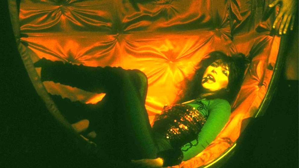 NETHERLANDS - APRIL 01:  Photo of Kate BUSH; Kate Bush, CarrT Amsterdam '79  (Photo by Rob Verhorst/Redferns)