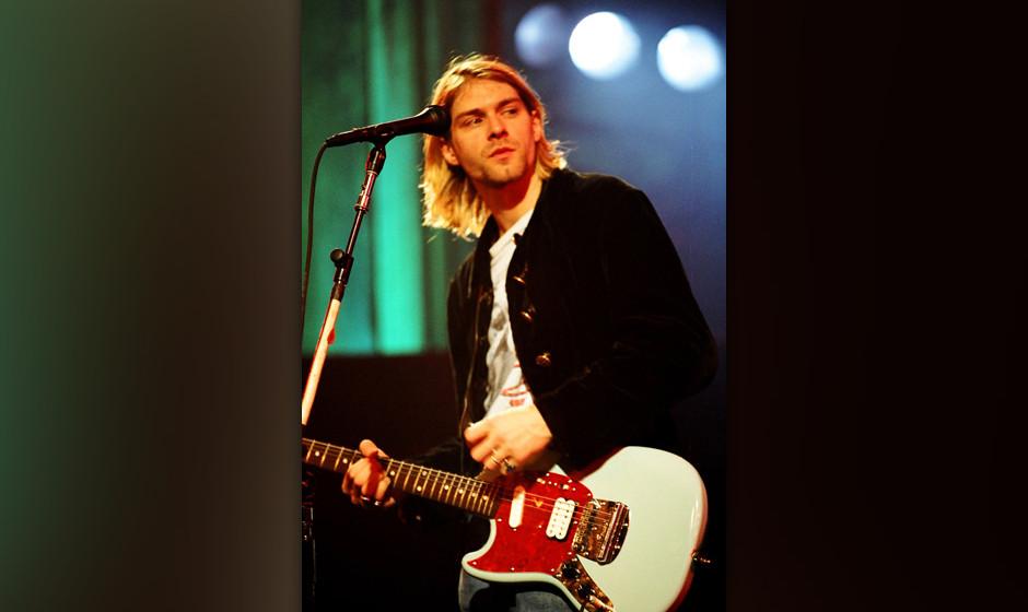 Anlässlich des 50. Geburtstags von Kurt Cobain ist ein bisher unveröffentlichtes Video von Kurt Cobain aufgetaucht. Darin spielt er mit Plasmalampen.
