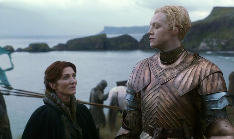 10. Brienne of Tarth. Die riesige Außenseiterin schließt Freundschaft mit anderen Außenseitern: einer Witwe etwa, oder ein