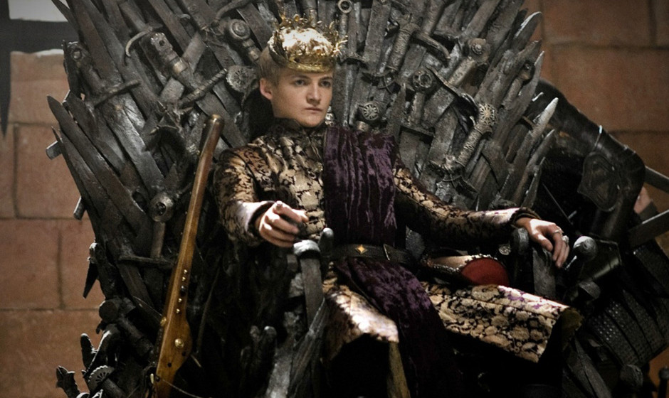2. Joffrey Baratheon. Wir liebes es, ihn zu hassen. Der aus Inzest entstandene Soziopath lässt jeden hinrichten, weint aber