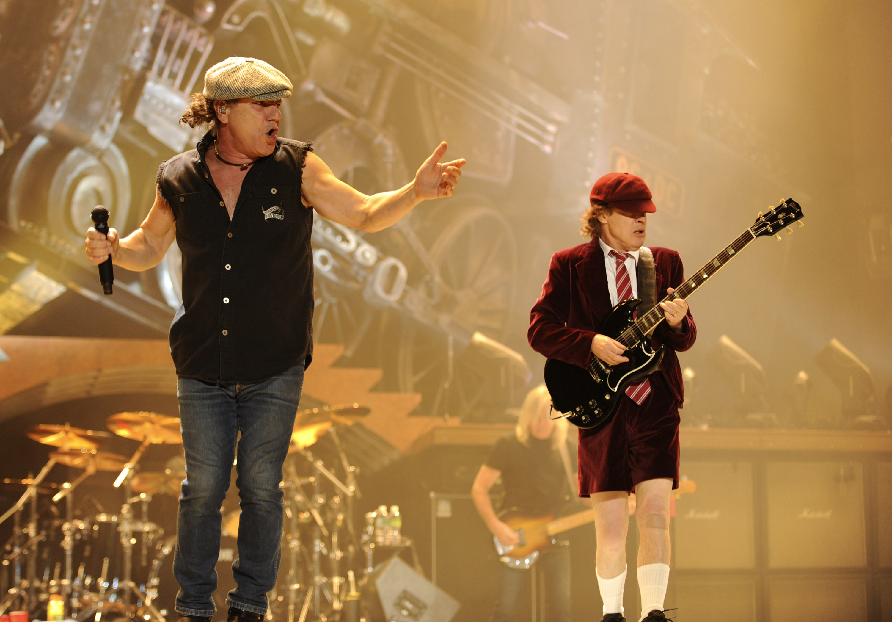 WILKES BARRE, PA - OCTOBER 28:  Malcolm Young and Angus Young of AC/DC perform during their 'Black Ice' Tour Opener on Octobe