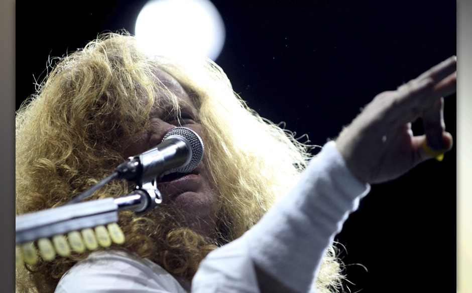 LA PLATA, ARGENTINA - OCTOBER 06:  Dave Mustaine of Megadeth performs live on stage at Ciudad de La Plata Stadium on October