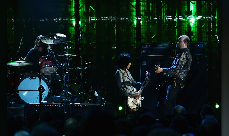 NEW YORK, NY - APRIL 10:  Joan Jett (C) performs with Dave Grohl and Krist Novoselic of Nirvana onstage at the 29th Annual Ro