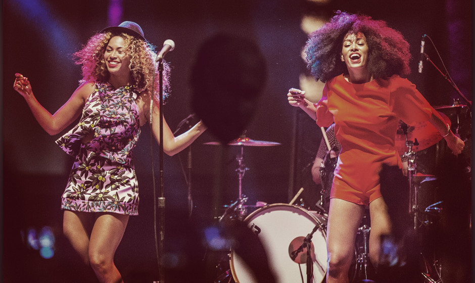 INDIO, CA - APRIL 12:  (EDITORS NOTE: Image was processed using Digital Filters) Singer Beyonce (L) performs with her sister