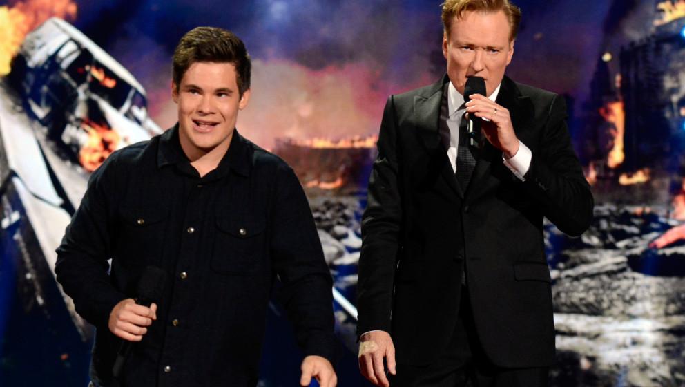 LOS ANGELES, CA - APRIL 13:  Actor Adam DeVine (L) and host Conan O'Brien speak onstage at the 2014 MTV Movie Awards at Nokia