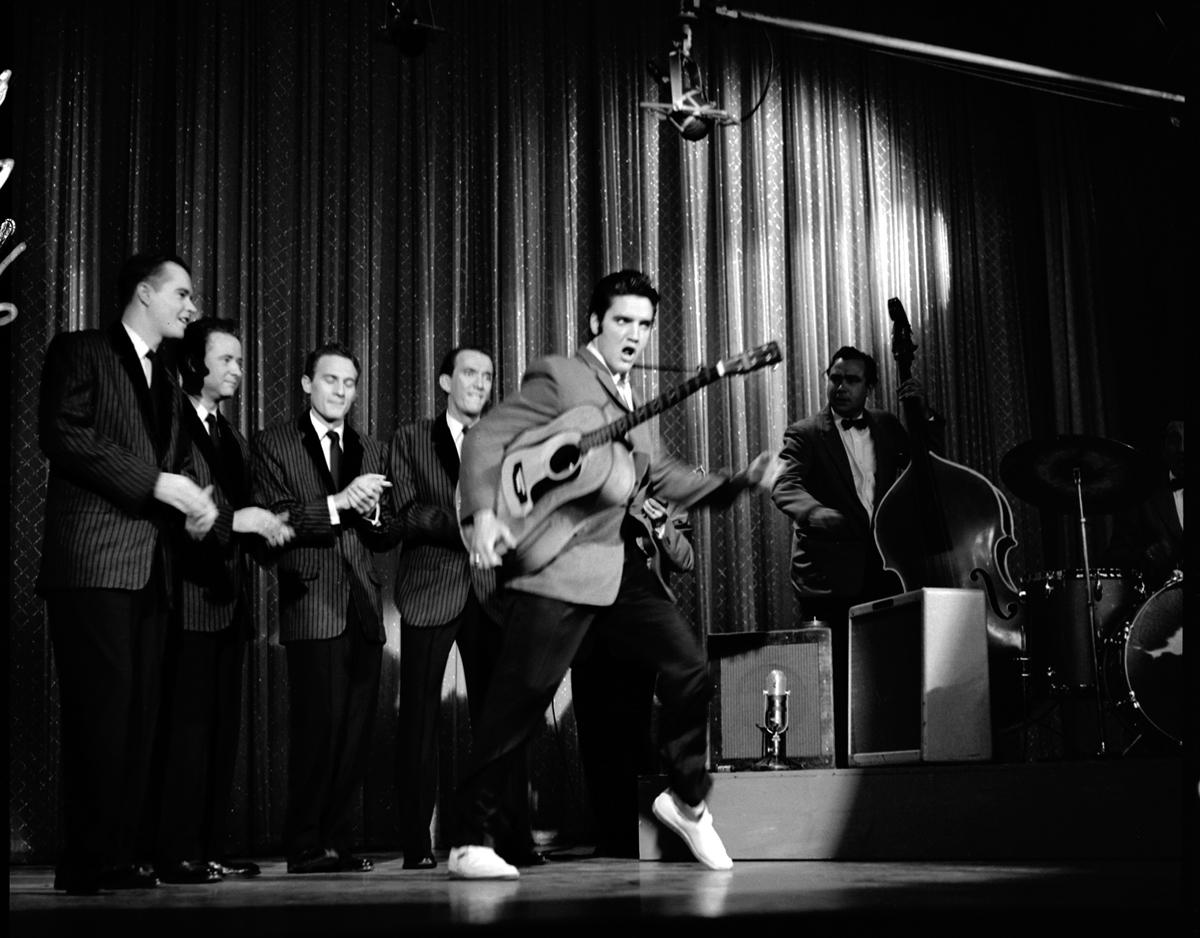 Elvis Presley The Milton Berle Show 5. Juni 1956 Eigentlich war es nur eine harmlose Fernsehsendung. Elvis Presley war schon