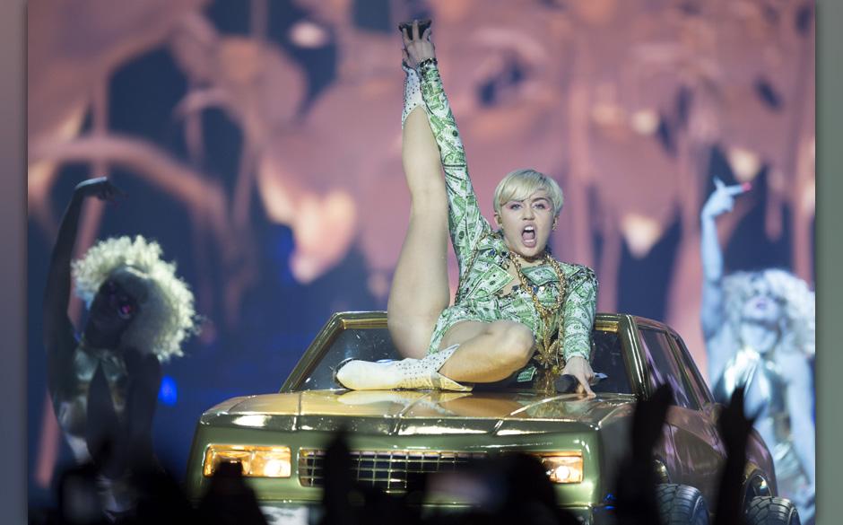 Die S‰ngerin Miley Cyrus steht am 26.05.2014 in der Lanxess-Arena in Kˆln (Nordrhein-Westfalen) auf der B¸hne. Das Konzer