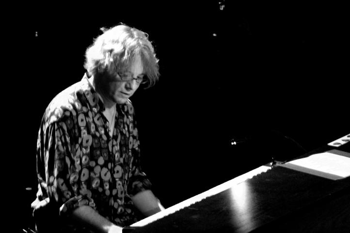 Mike Mills ist Multi-Instrumentalist und Gründungsmitglied von R.E.M.