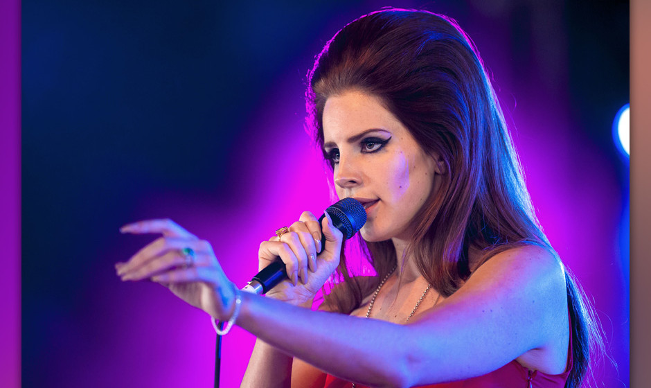 HACKNEY, UNITED KINGDOM - JUNE 24: Lana Del Rey performs on stage during BBC Radio 1 Hackney Weekend at Hackney Marshes on Ju