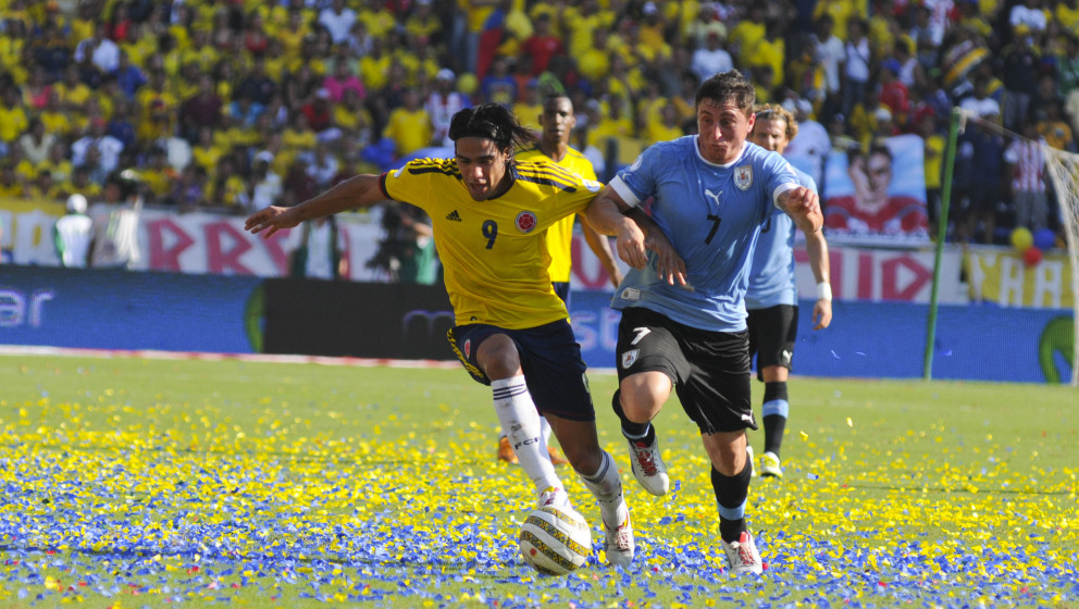 BARRANQUILLA, COLOMBIA - SEPTEMBER 07: Radalmel Falcao of Colombia and Cristian Rodriguez of Uruguay fight for the ball durin