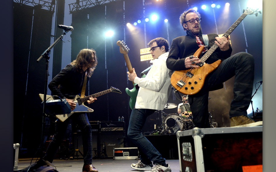 SAN FRANCISCO, CA - JULY 25: (L - R) Brian Bell, Rivers Cuomo, and Scott Shriner of Weezer perform at the America's Cup Pavil