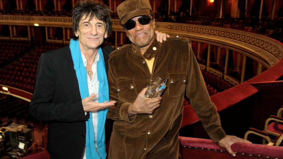 LONDON, ENGLAND - OCTOBER 28:  Ronnie Wood (L) presents Bobby Womack with the 'Bluesfest Lifetime Achievement Award' for serv