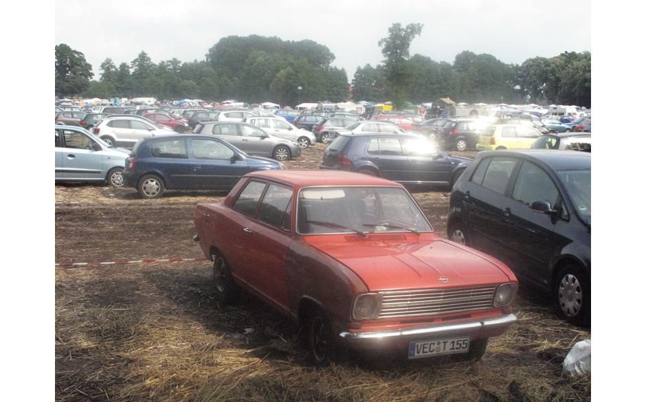 Sogar der Parkplatz bot einige Sehenswürdigkeiten. Hier ein Opel Kadett B,