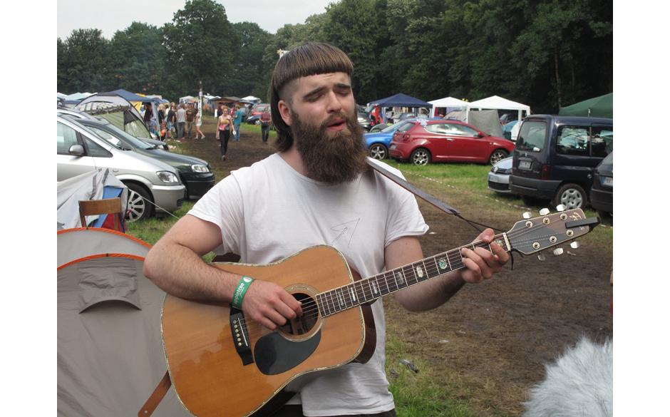 ... oder Vollbart und Gitarre