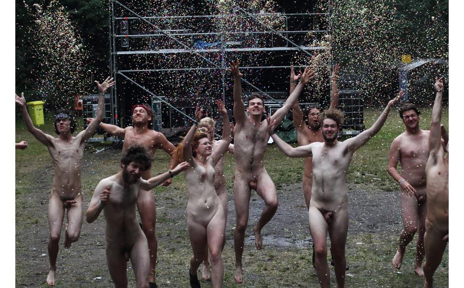 Nackt für einen guten Zweck: Protest gehen die Inhaftierung der Band Pussy Riot, die in Moskau in U-Haft sitzt.
