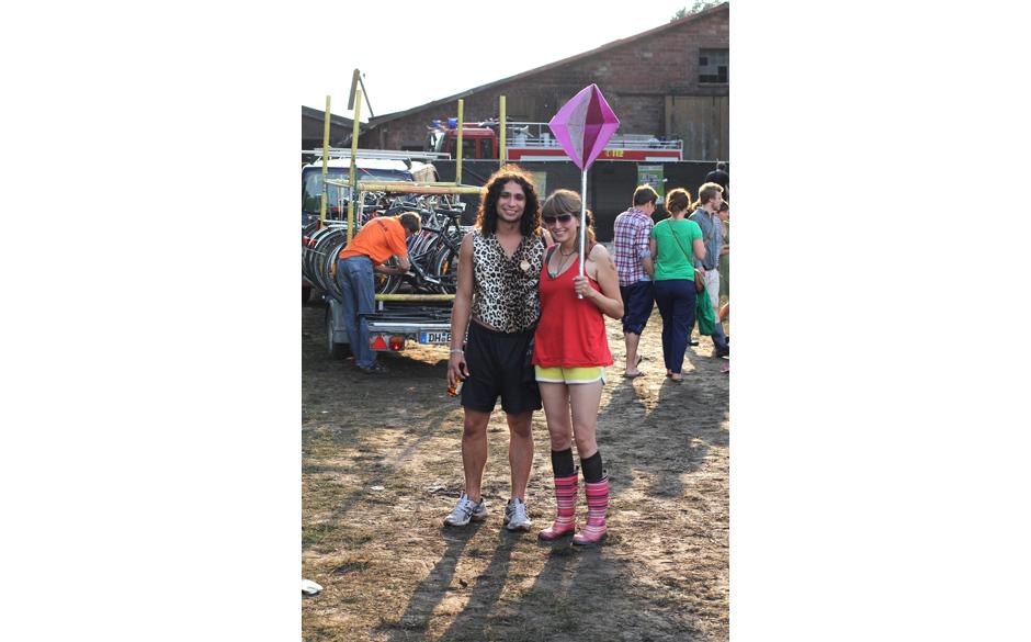 Festivalmode auch hier: Kurze Hosen und Gummistiefel