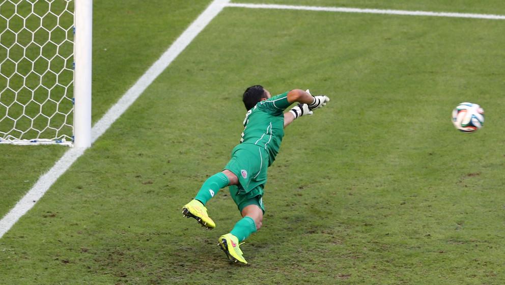 FORTALEZA, BRAZIL - JUNE 14:  Keylor Navas of Costa Rica dives in vain for a penalty kick goal taken by Edinson Cavani of Uru