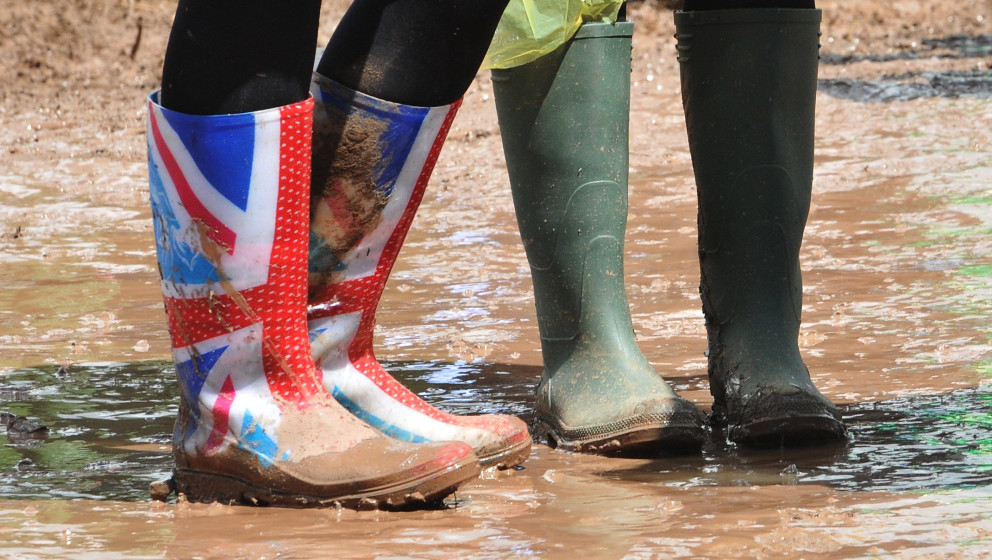 GLASTONBURY, ENGLAND - JUNE 27:  Festival goers walk through the mud during Day One of the Glastonbury Festival at Worthy Far