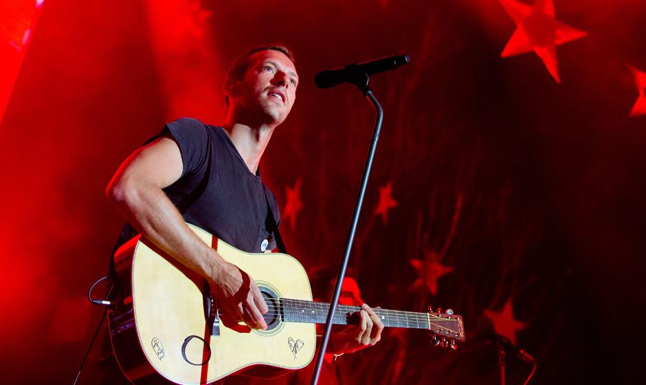 dpatopbilder Chris Martin, S‰nger der britischen Band Coldplay, steht am 25.04.2014 beim weltweit ersten von sieben Konzert