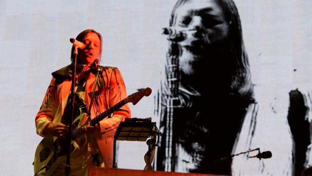 Win Butler, Frontmann der kanadischen Indie-Rockband Arcade Fire, tritt am 21.06.2014 in Neuhausen ob Eck (Baden-Württemberg
