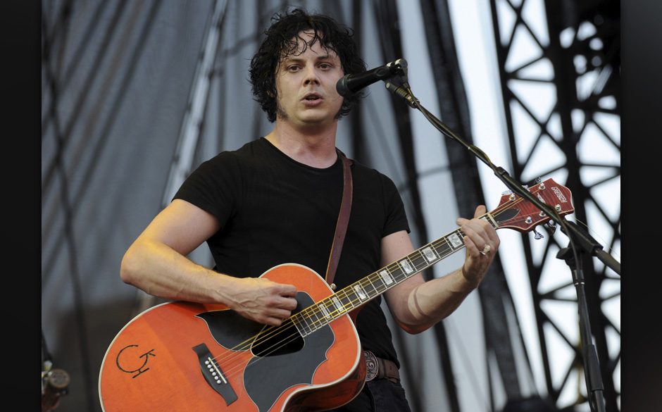 CHICAGO - AUGUST 01:  Jack White of The Raconteurs performs at the 2008 Lollapalooza music festival in Grant Park on August 1