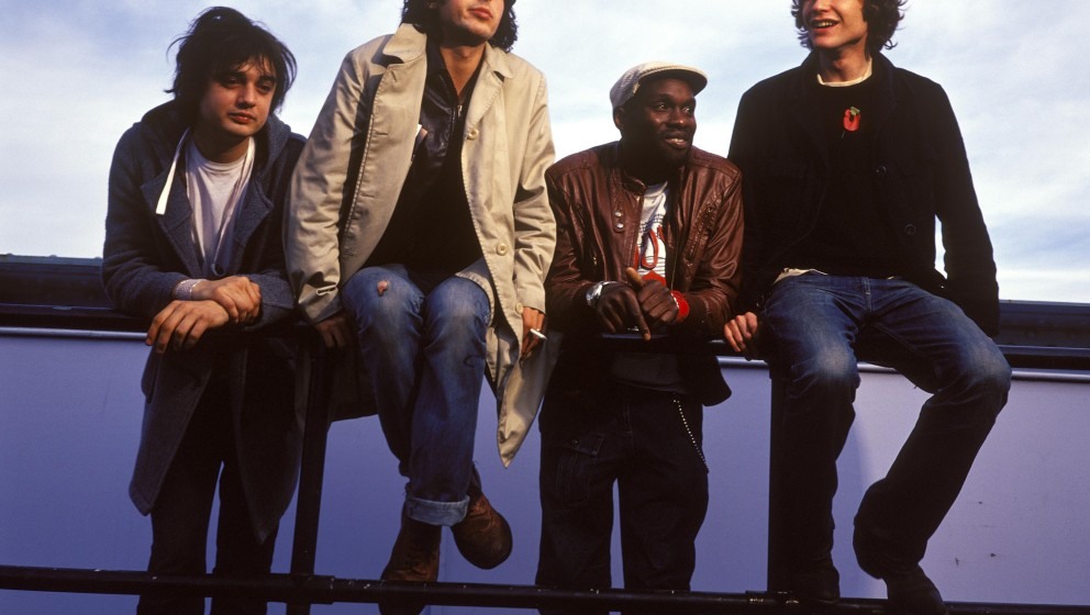 UNITED KINGDOM - OCTOBER 28:  WHITE CITY  Photo of Carl BARAT and Pete DOHERTY and LIBERTINES and John HASSALL and Gary POWEL