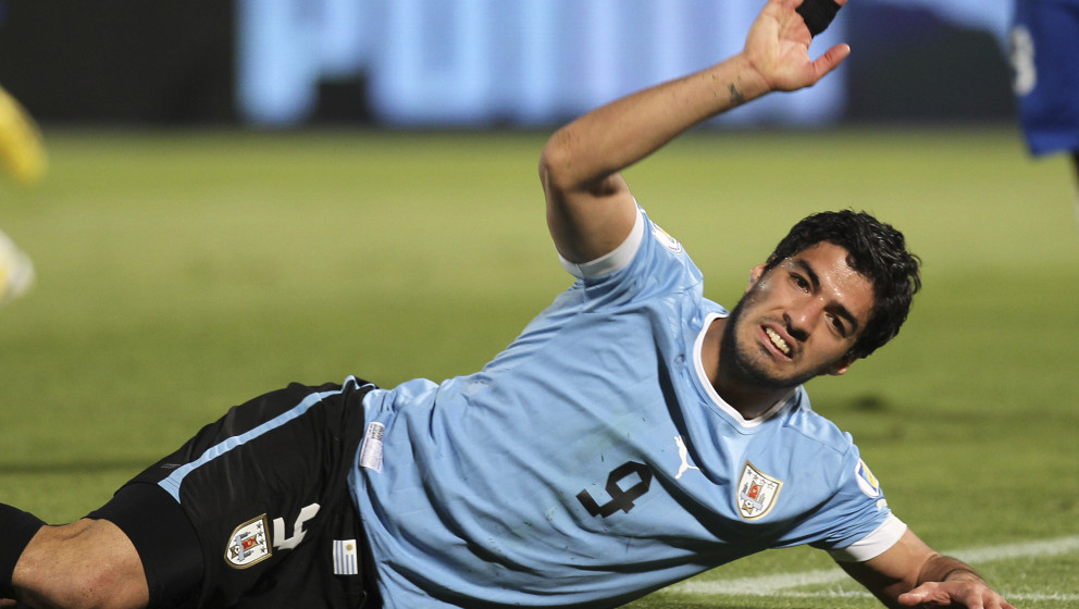 SANTIAGO, CHILE - MARCH 26:  Luis Suarez of Uruguay gestures during a match between Chile and Uruguay as part of the 12th rou
