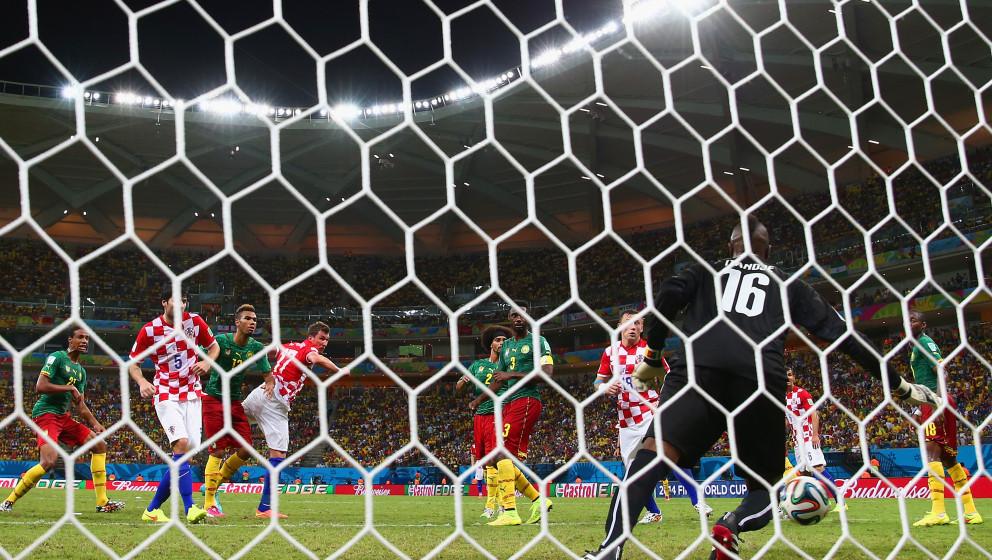 MANAUS, BRAZIL - JUNE 18: Mario Mandzukic of Croatia scores his team's third goal on a header past Charles Itandje of Cameroo