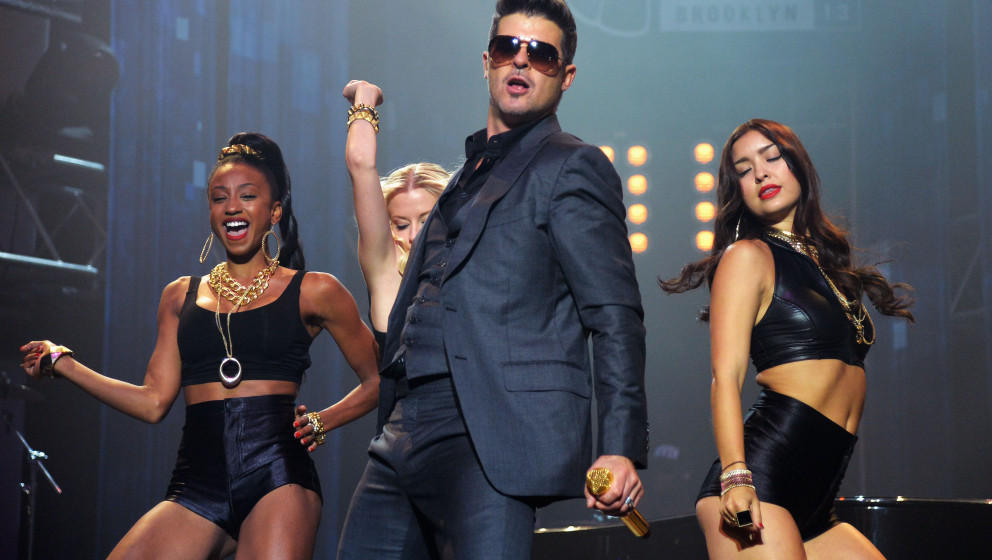 NEW YORK, NY - AUGUST 23:  Singer Robin Thicke performs at the 2013 MTV VMAs Concert to Benefit LifeBeat presented by MTV and