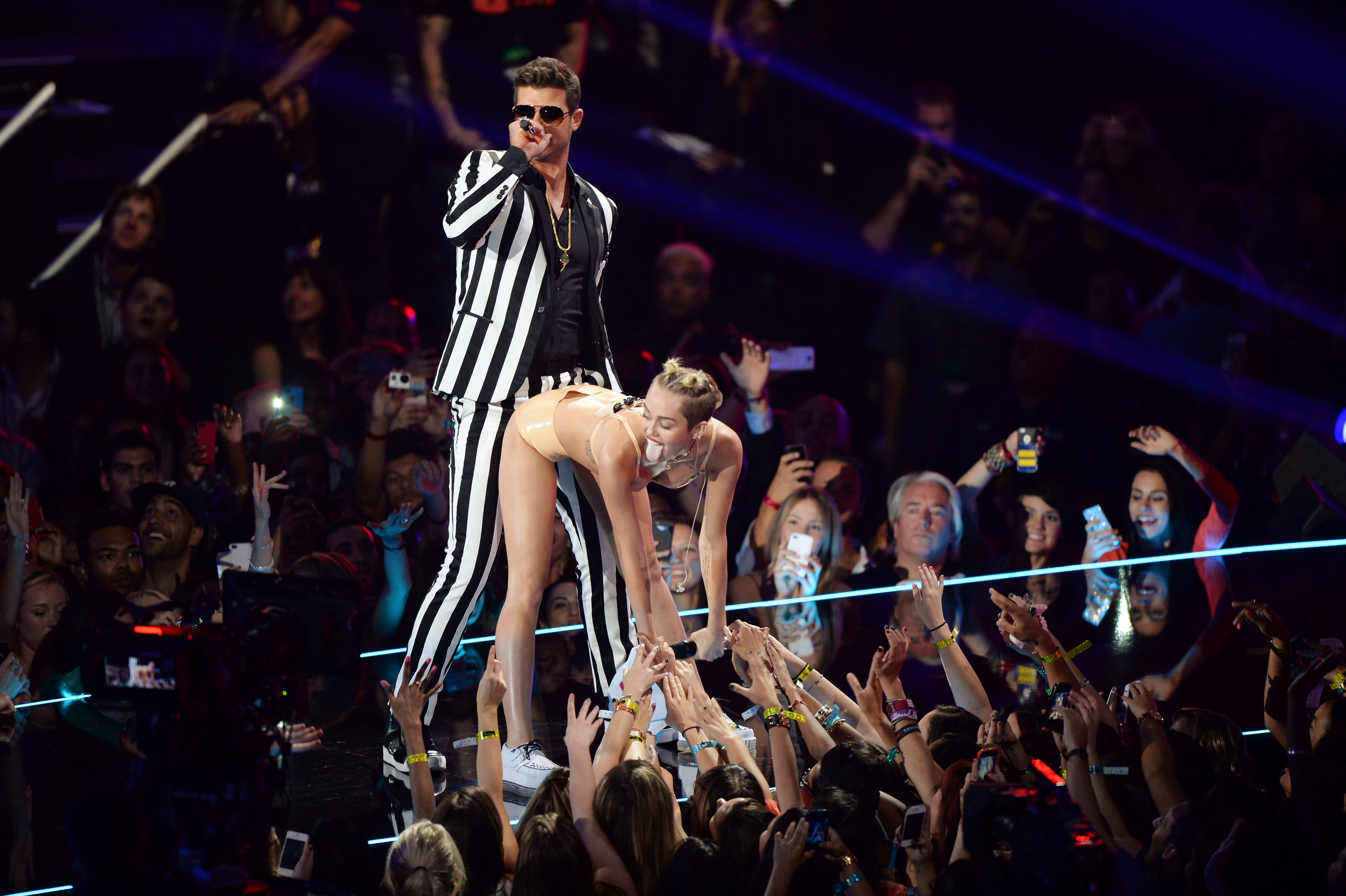 NEW YORK, NY - AUGUST 25:  Robin Thicke and Miley Cyrus perform onstage during the 2013 MTV Video Music Awards at the Barclay