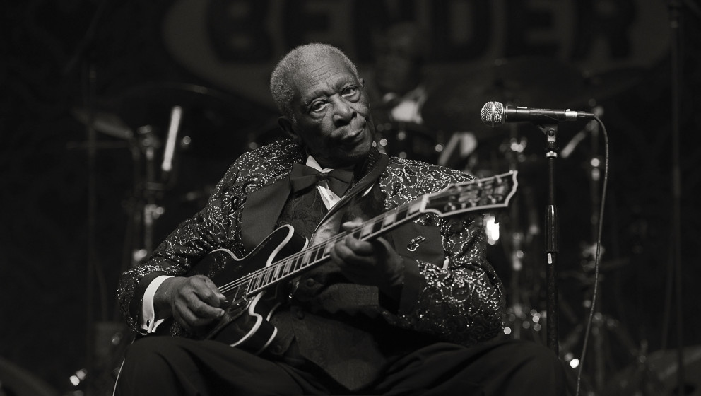 LAS VEGAS, NV - SEPTEMBER 26:  (EDITORS NOTE: THIS IMAGE HAS BEEN CONVERTED TO BLACK AND WHITE) B.B. King performs at the 201