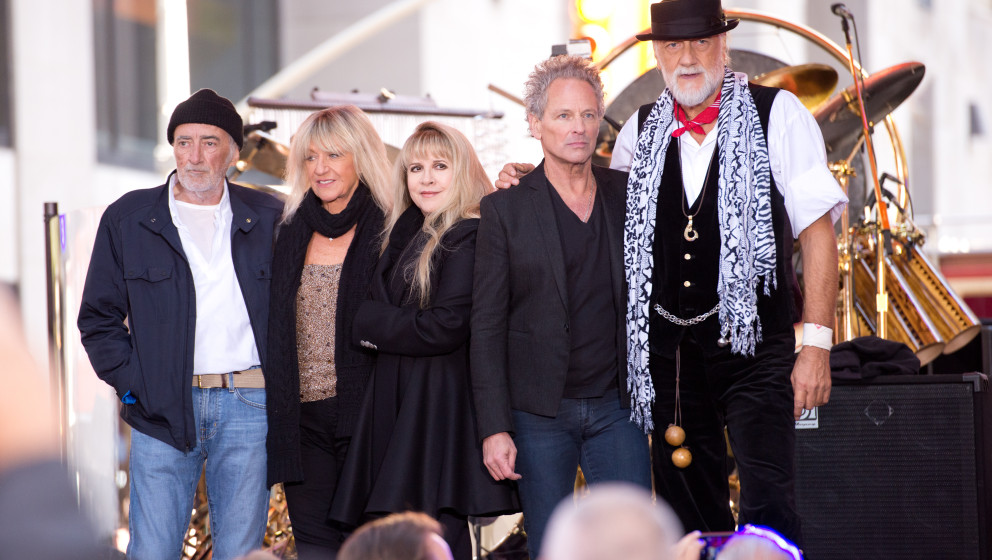 NEW YORK, NY - OCTOBER 09:  (L-R)  John McVie, Christine McVie, Stevie Nicks, Lindsey Buckingham and Mick Fleetwood of Fleetw