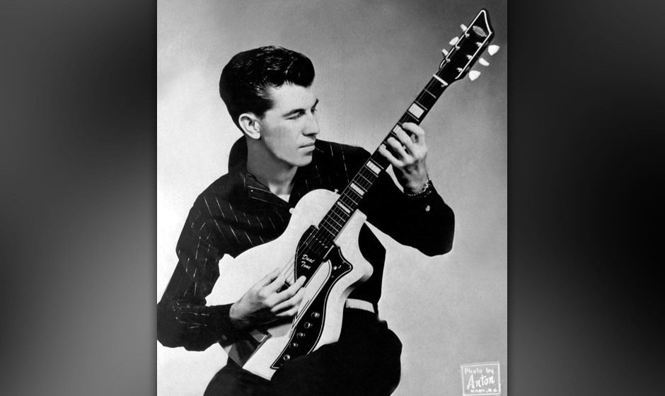 UNSPECIFIED - CIRCA 1970:  Photo of Link Wray  Photo by Michael Ochs Archives/Getty Images