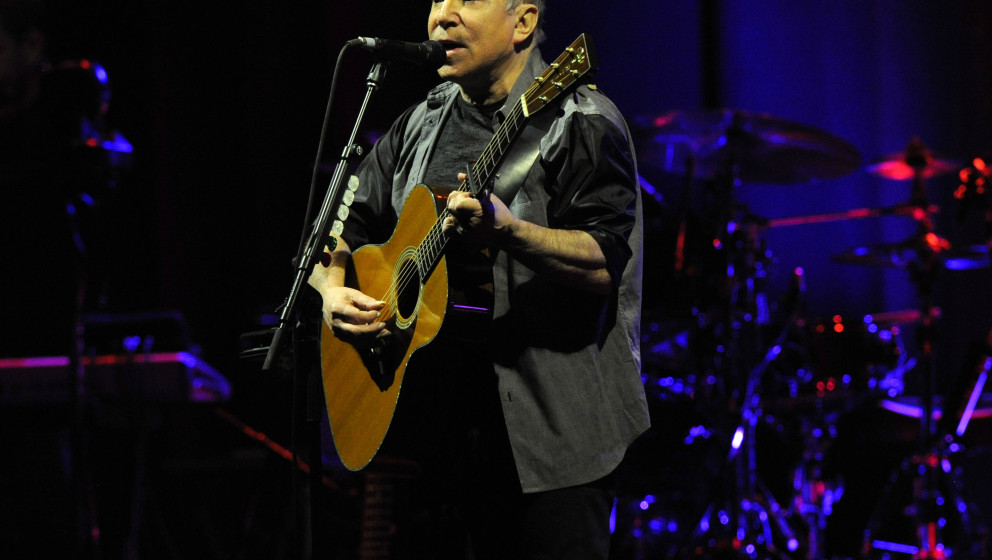 NEW YORK, NY - MARCH 04:  Paul Simon performs on stage during the Sting & Paul Simon 'On Stage Together' tour at Madison